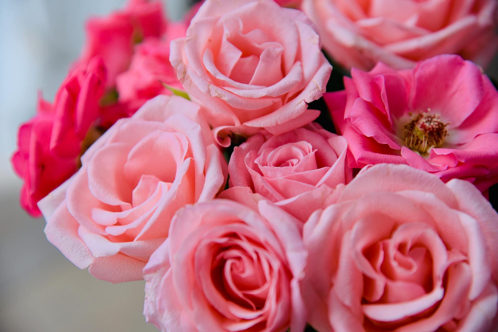 Подарок маме стоит дополнить цветами