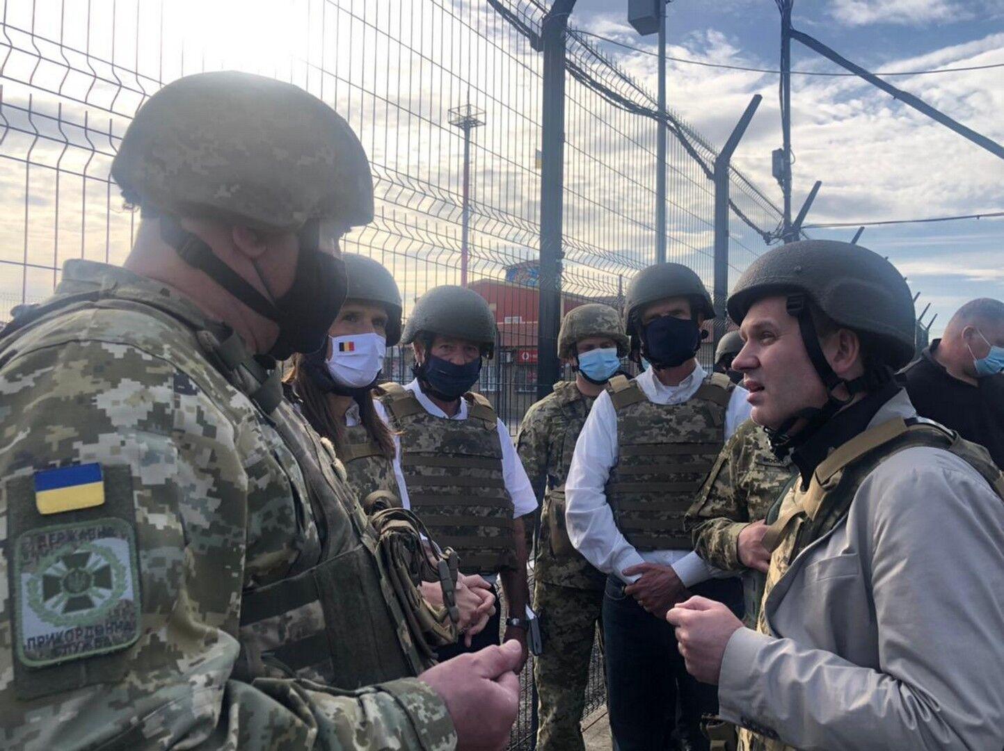 Глави МЗС країн ЄС побували на Донбасі та дізналися про провокації терористів. Фото