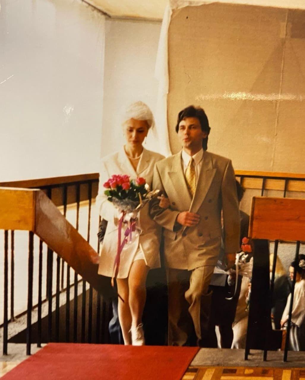 Сумська показала весільні фото.