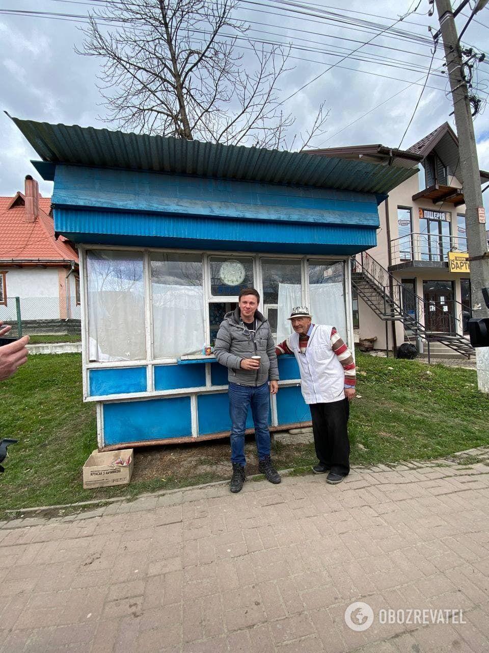 Іван Васильович продає ситро вже третьому поколінню тутешніх жителів.