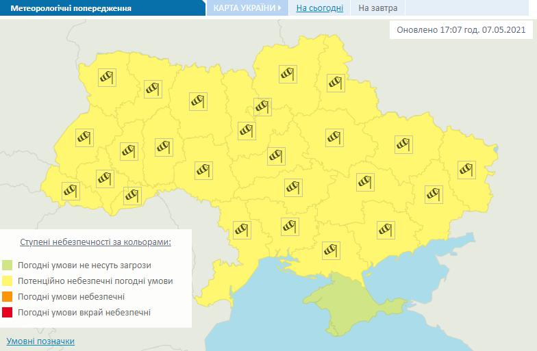 Попередження про сильний вітер в Україні 8-10 травня.