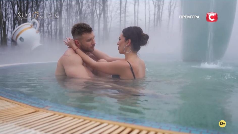 Свидание Михаила и Джессики в бассейне