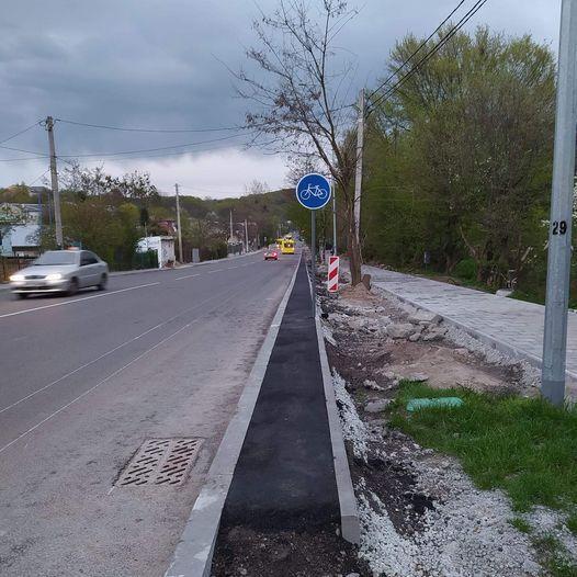 У Львові помітили дуже вузьку велодоріжку: в мережі висміяли. Фото