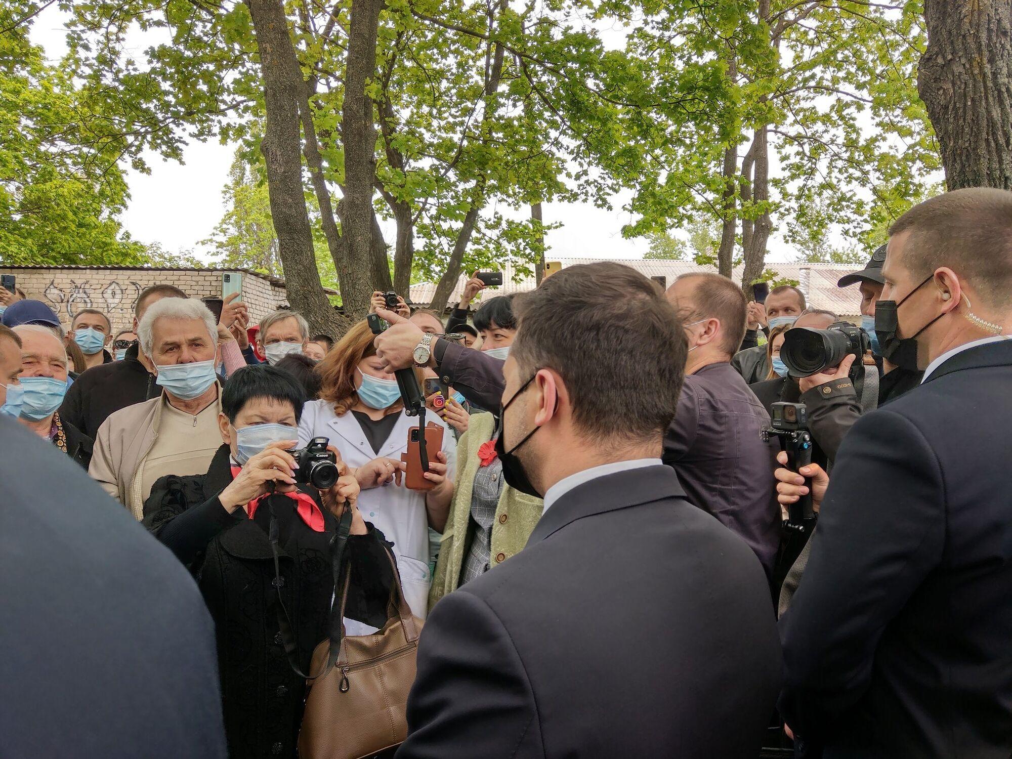 Президент зустрівся з місцевими жителями.
