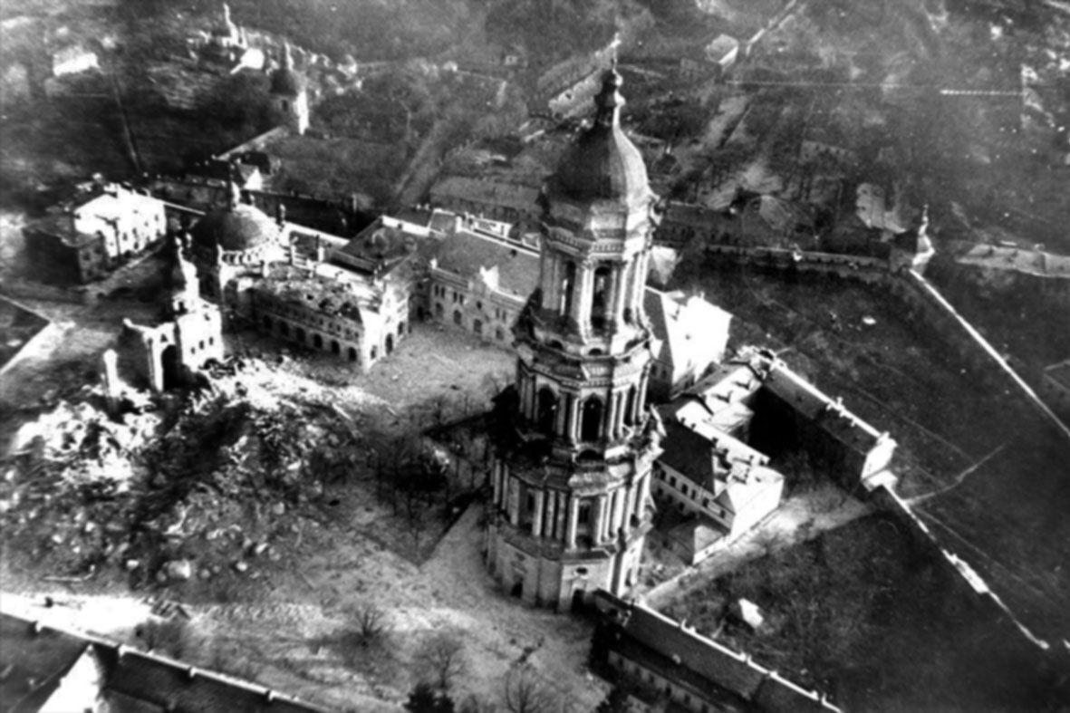 Уничтоженный Успенский собор Киево-Печерской Ларвры.