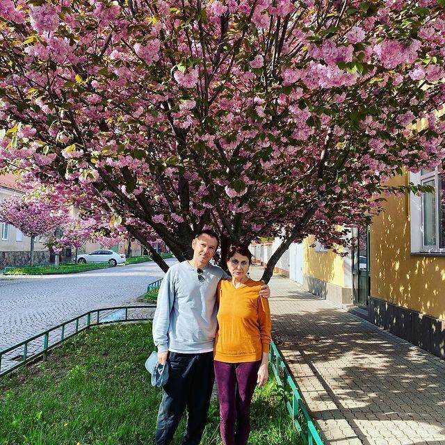 Святослав Вакарчук опубликовал фото с мамой