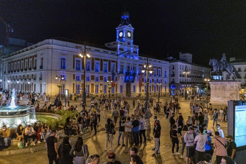 Масові гуляння на площі Пуерта-дель-Соль