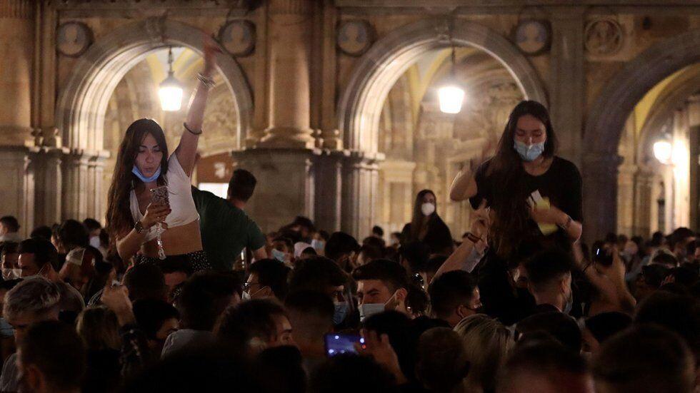Гуляння після скасування НС в Іспанії