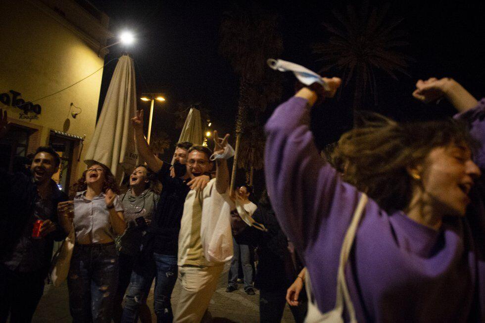 Поліцейські змушували іспанців розійтися по домівках