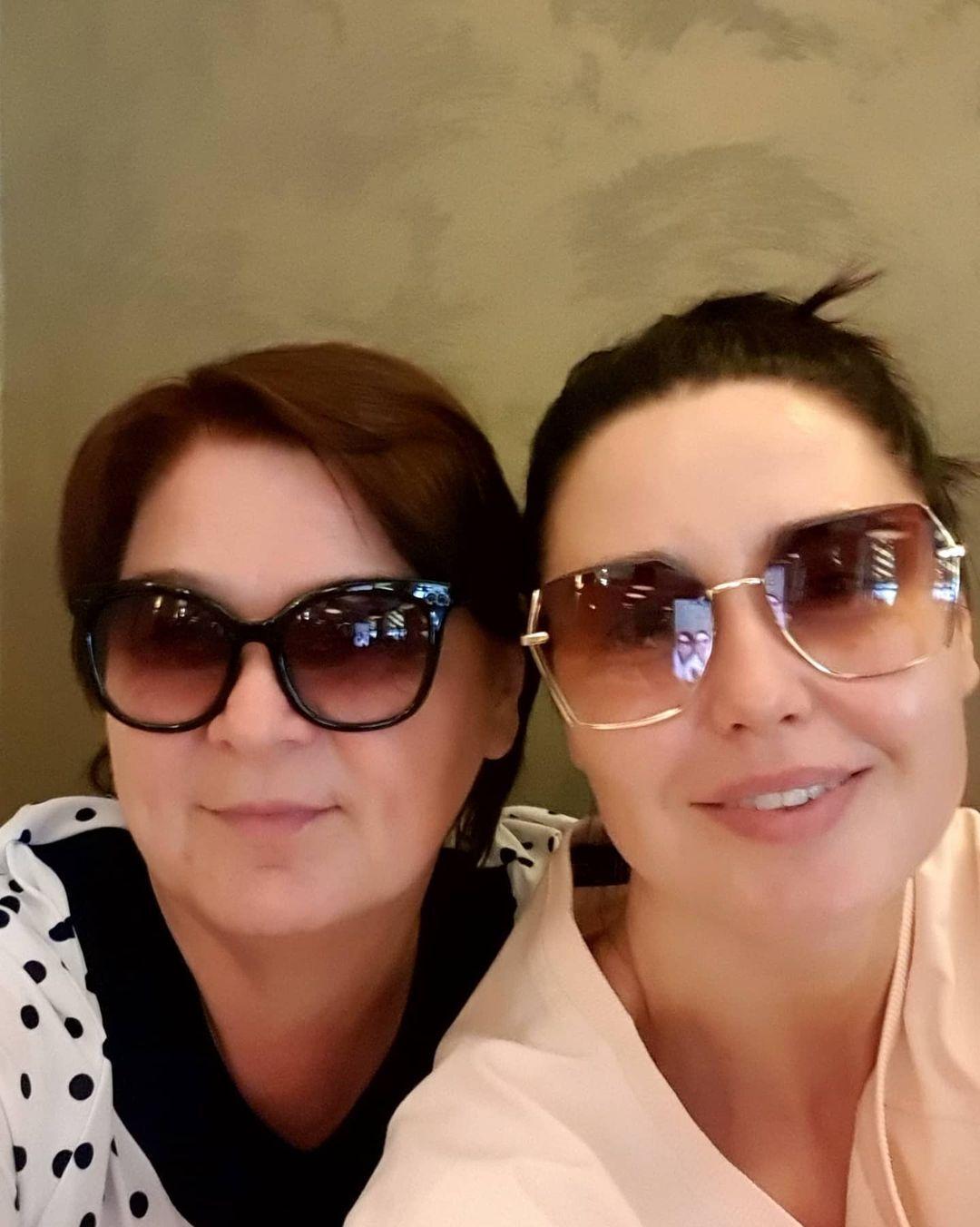 Людмила Барбир поздравила свою маму с праздником