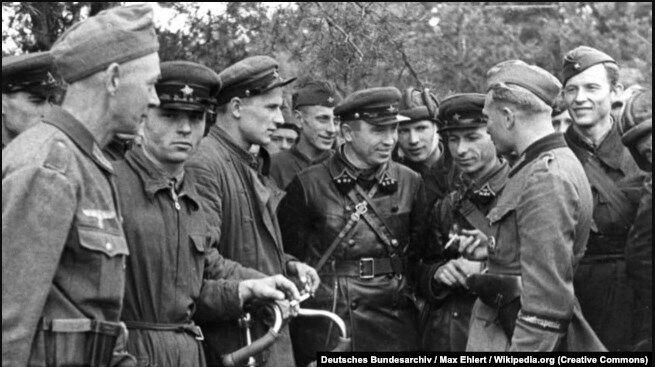 Зустріч військових Вермахту і Червоної армії після вторгнення на територію Польщі військ Німеччини та СРСР. Брест, 20 вересня 1939 року