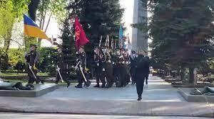 Володимир Зеленський поклав квіти до могили Невідомого солдата