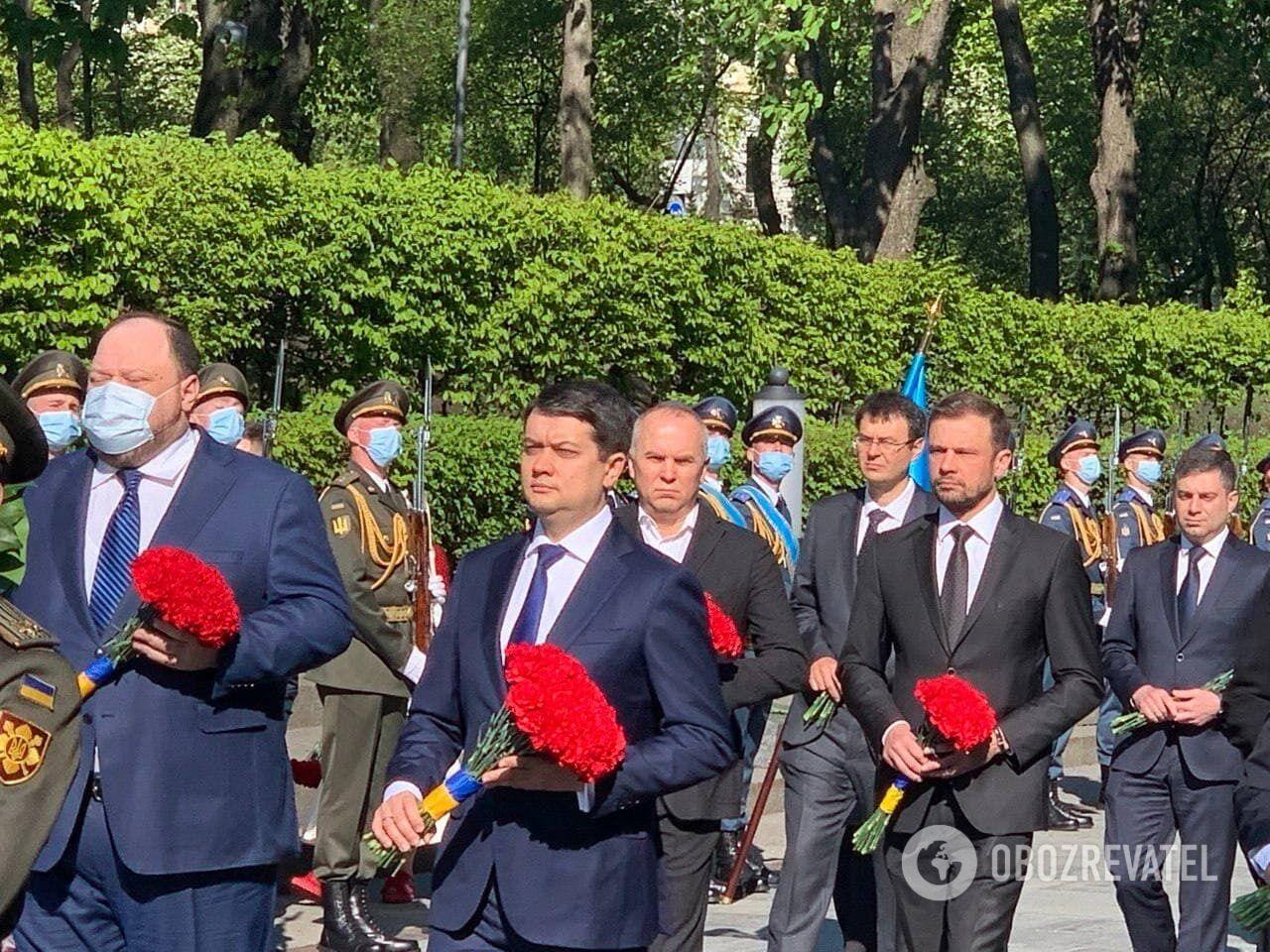 Разумков і депутати поклали квіти