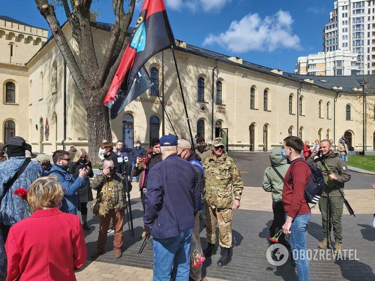 Представники націоналістичних організацій зібралися провести марш.