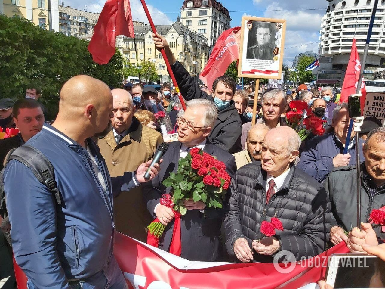До Вічного вогню з'явився Петро Симоненко.