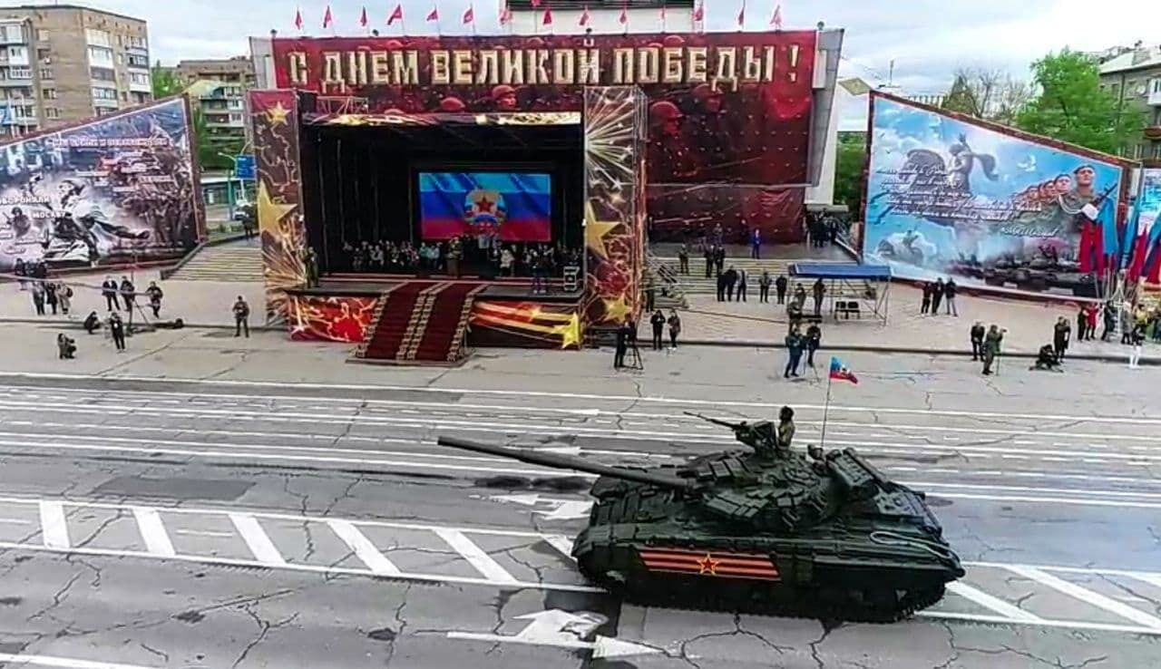 """Парад"" в центре Луганска"