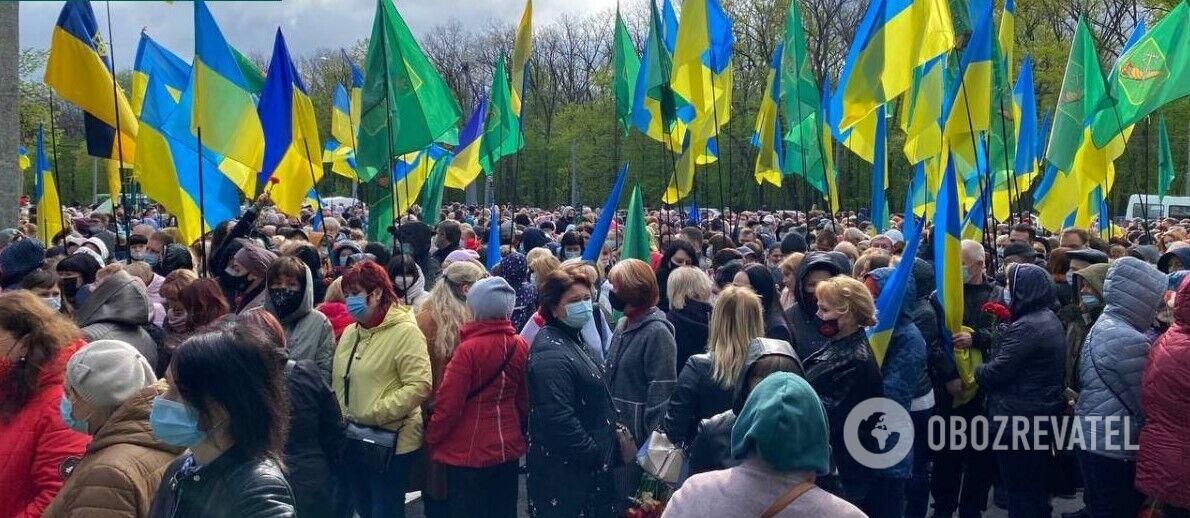 У Харкові відбулося покладання квітів до Меморіалу Слави
