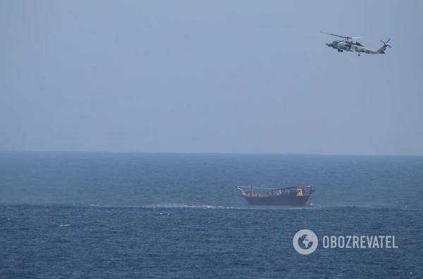 Крейсер США вилучив зброю з судна РФ і КНР