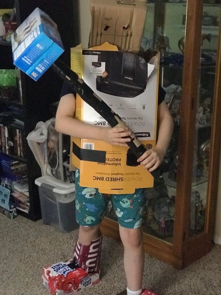 Син змайстрував захисний костюм власноруч