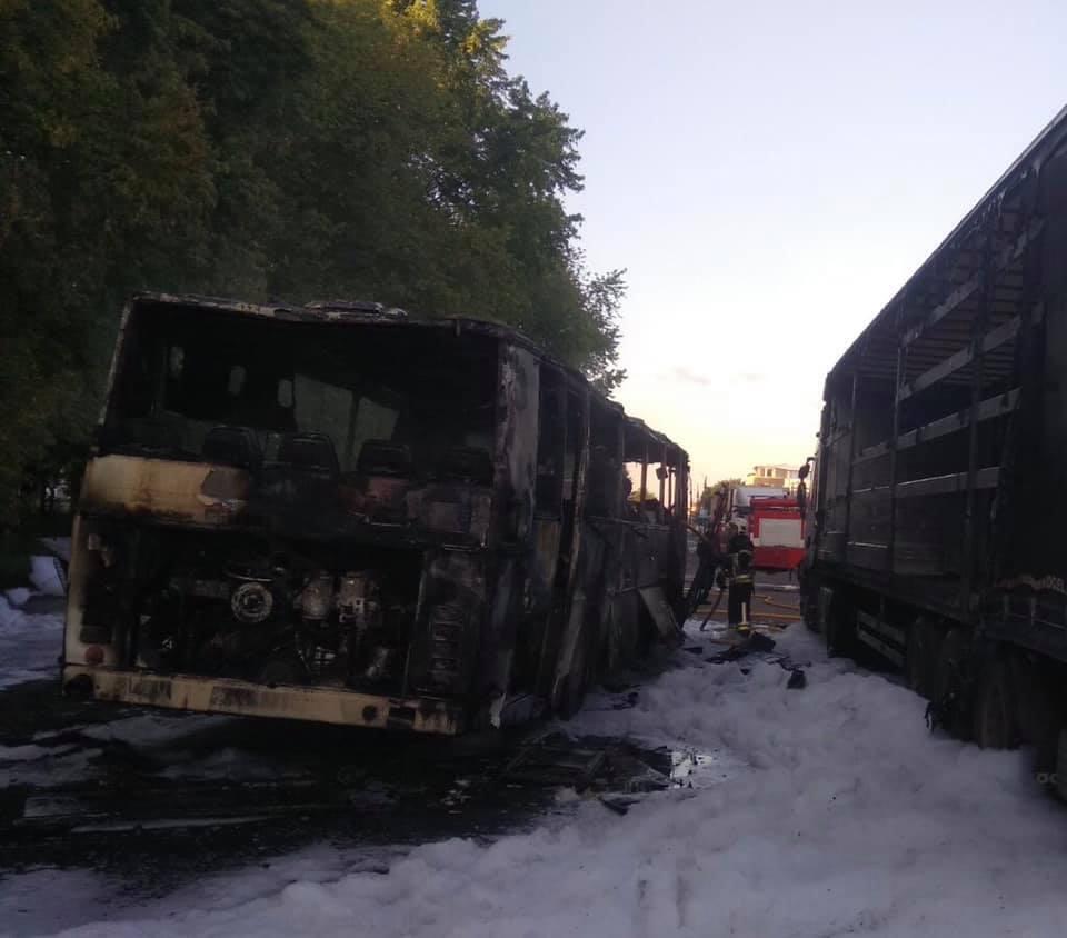 Пожежа знищила автобус марки Karosa