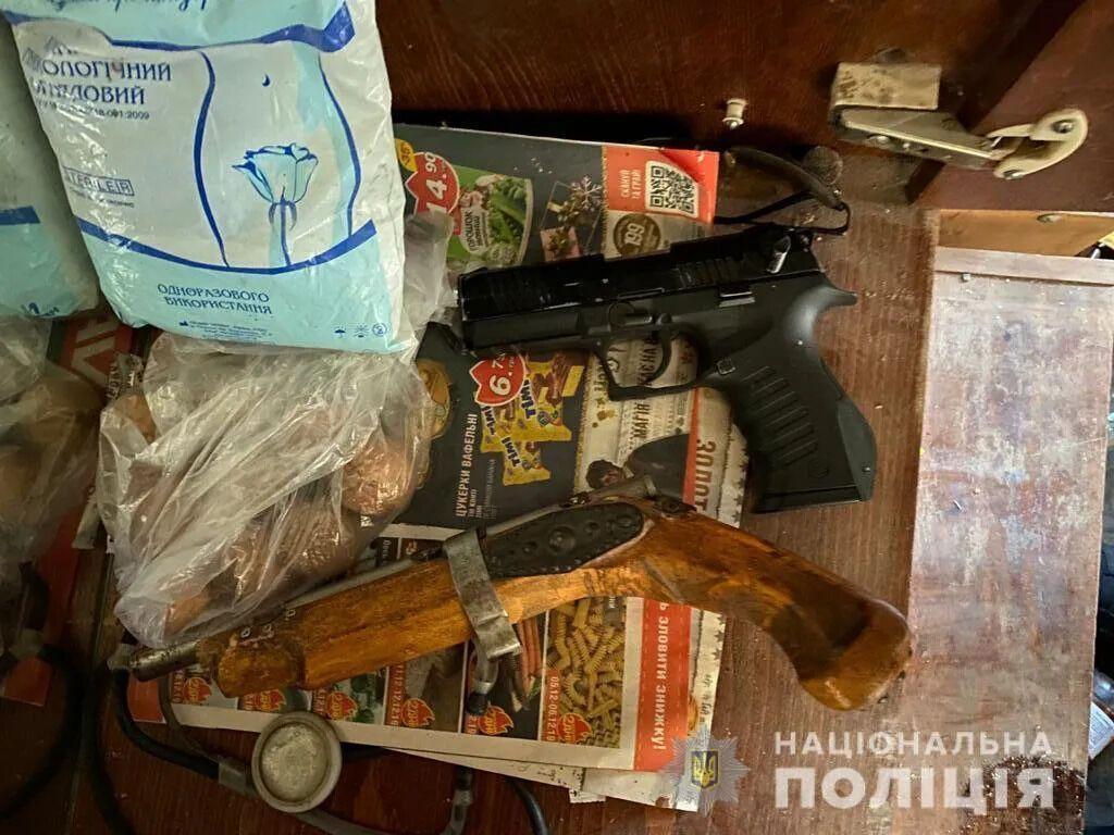 По месту проживания подозреваемого было найдено и изъято оружие