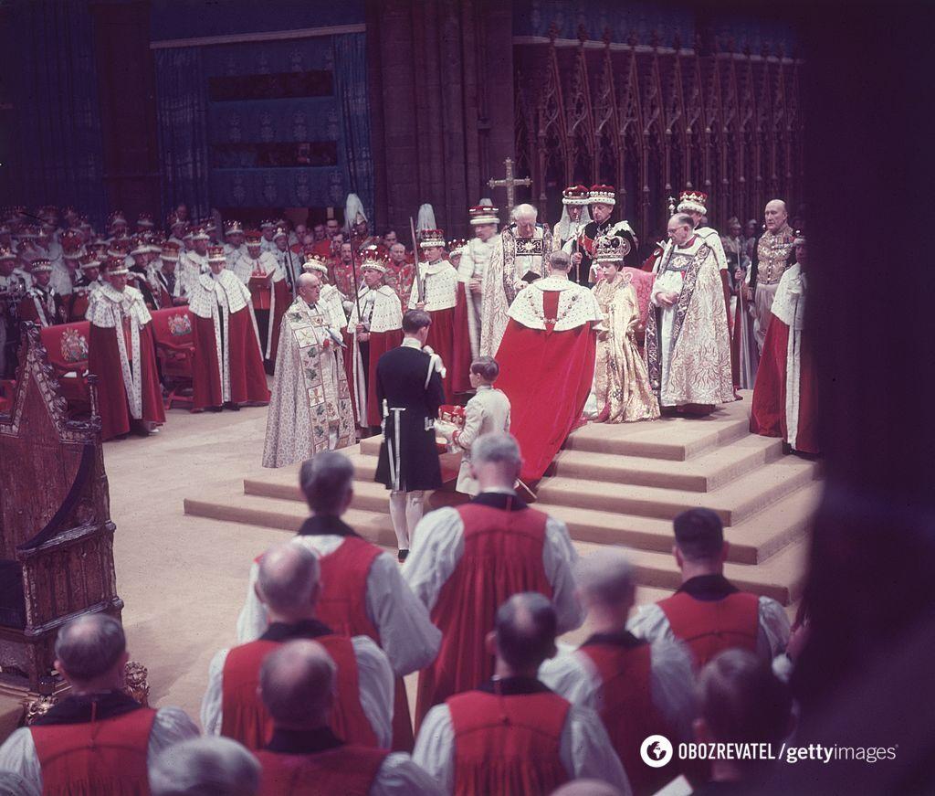 Из государственной казны выделили миллионы фунтов стерлингов на церемонию.