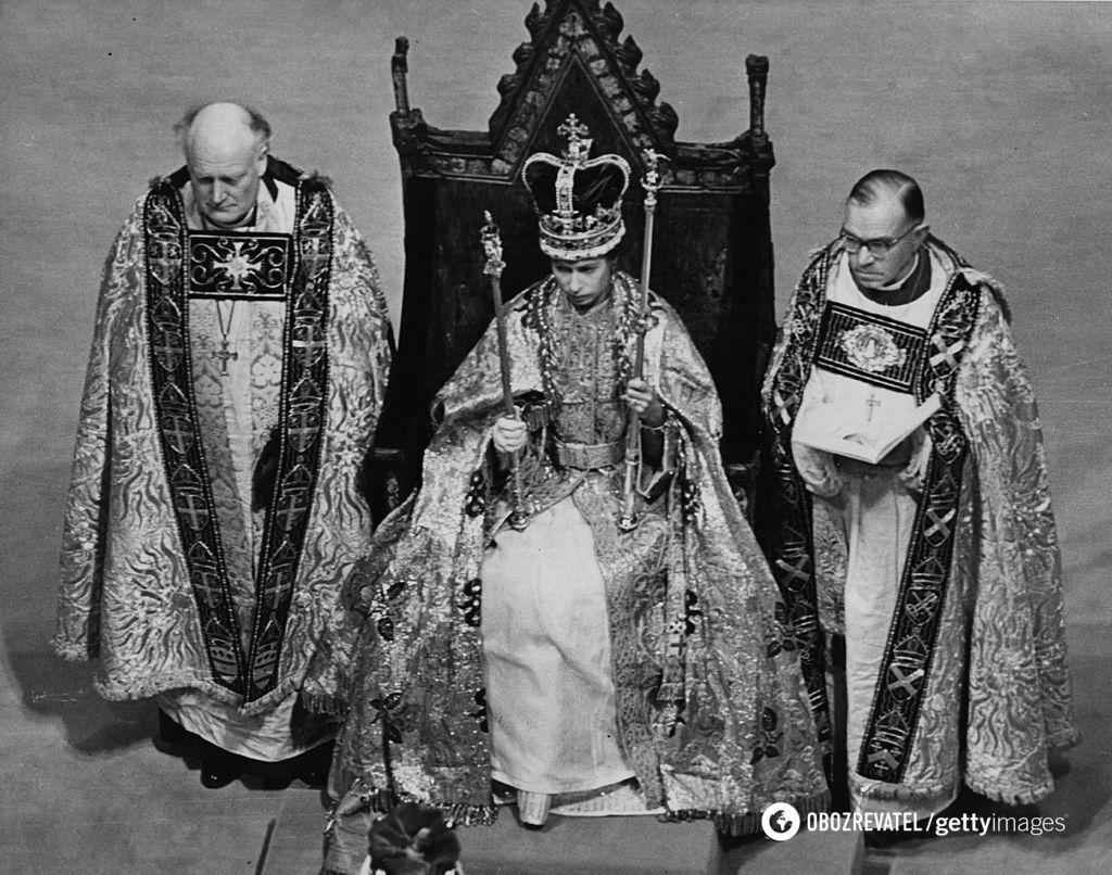 Коронацию Елизаветы II транслировали по телевидению.