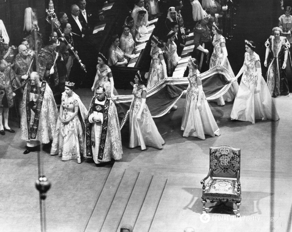 Церемония коронации считается самым грандиозным событием века.