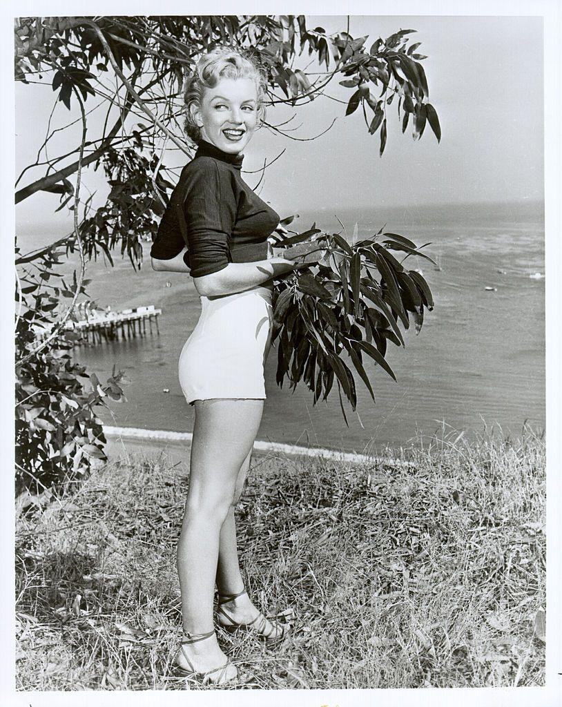 Монро не використовувала яскравих кольорів і аксесуарів в повсякденному житті.