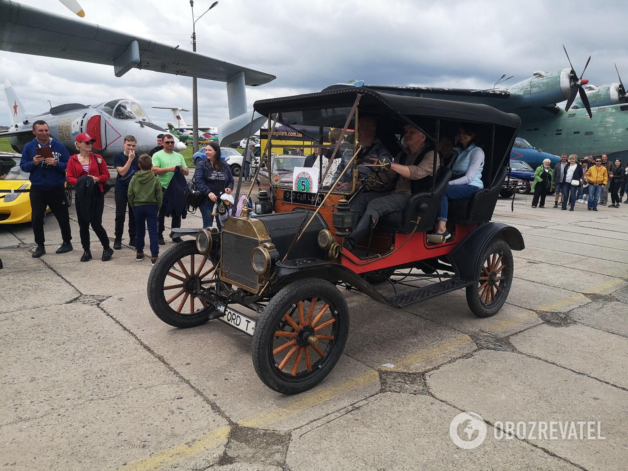 Самый старый автомобиль фестиваля – Ford T 1912 – прибыл из Львова