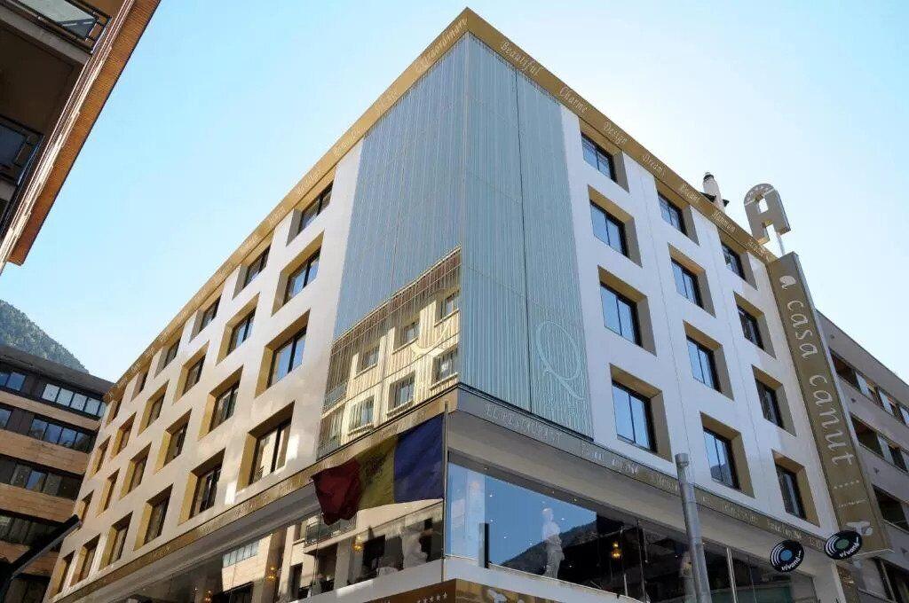 Отель, который купил Месси с улицы