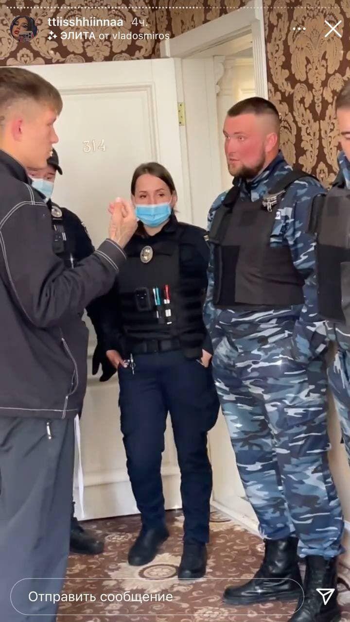 Дебошира затримали охоронці й поліцейські.