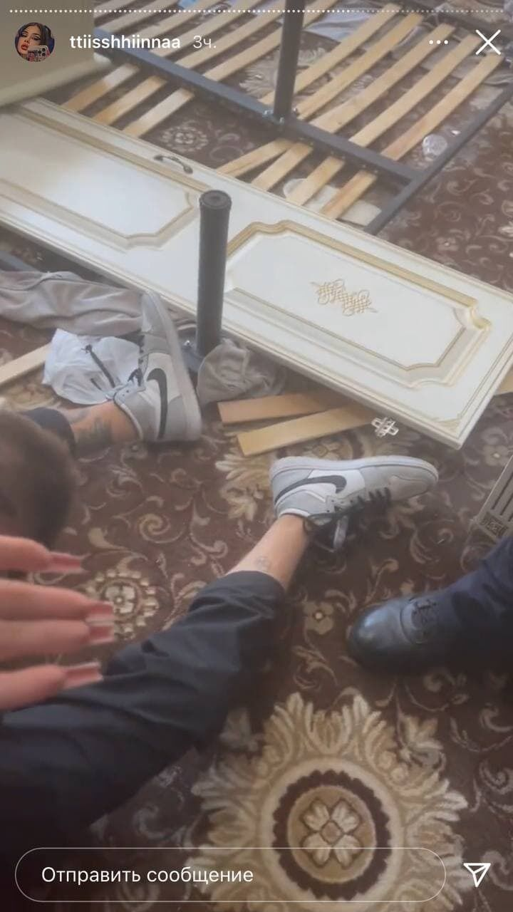 Молоді люди влаштували погром у столичному готелі.