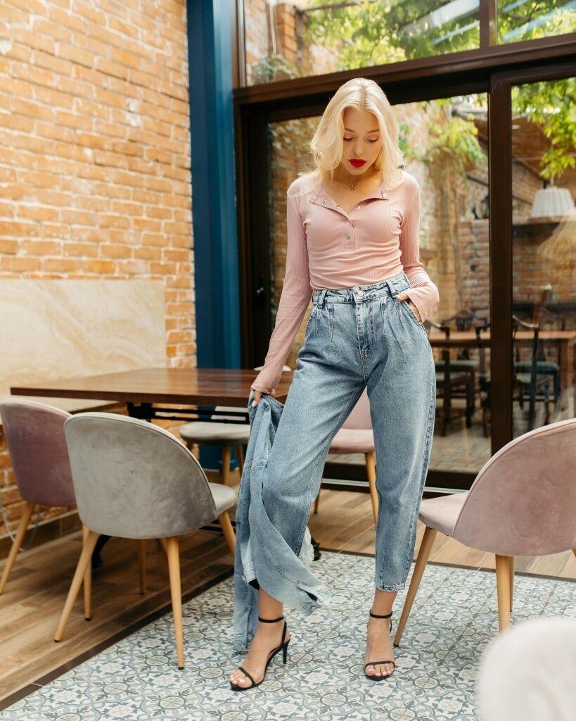 В 2021 году в тренде – джинсы-баллоны