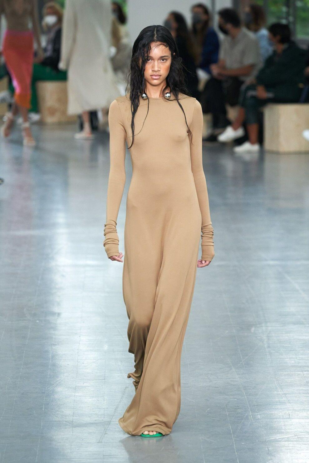Бренд Sportmax показав мінімалістичну сукню цього літа