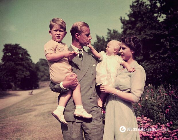 Королева Великобритании с принцем Филиппом и детьми. 1951 год