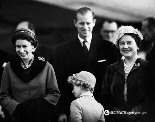 Королева с мужем принцем Филиппом, дочерью Анной и королевой-матерью Элизабет