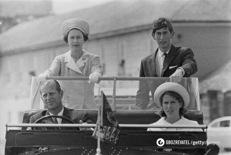 Елизавета II и принц Филипп с сыном Чарльзом и дочерью Анной, 1967 год
