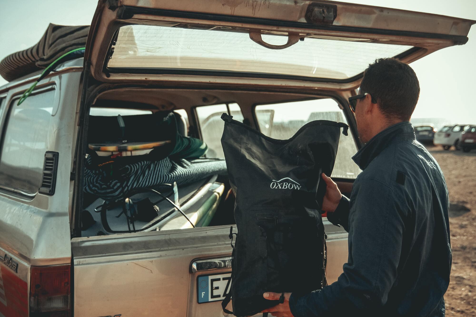 Чтобы машина тратила меньше топлива, стоит избавиться от лишнего багажа