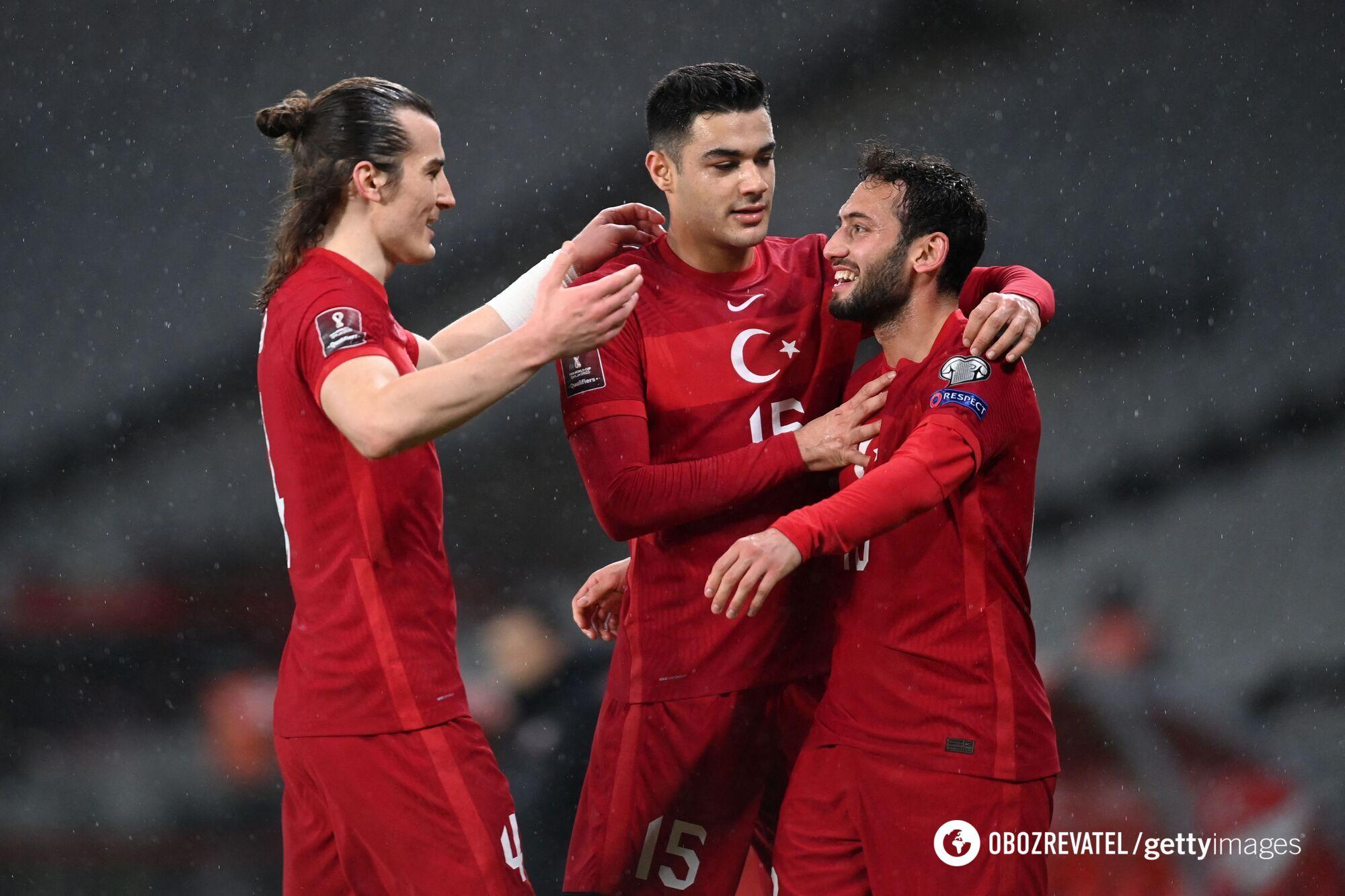 Футболисты сборной Турции.