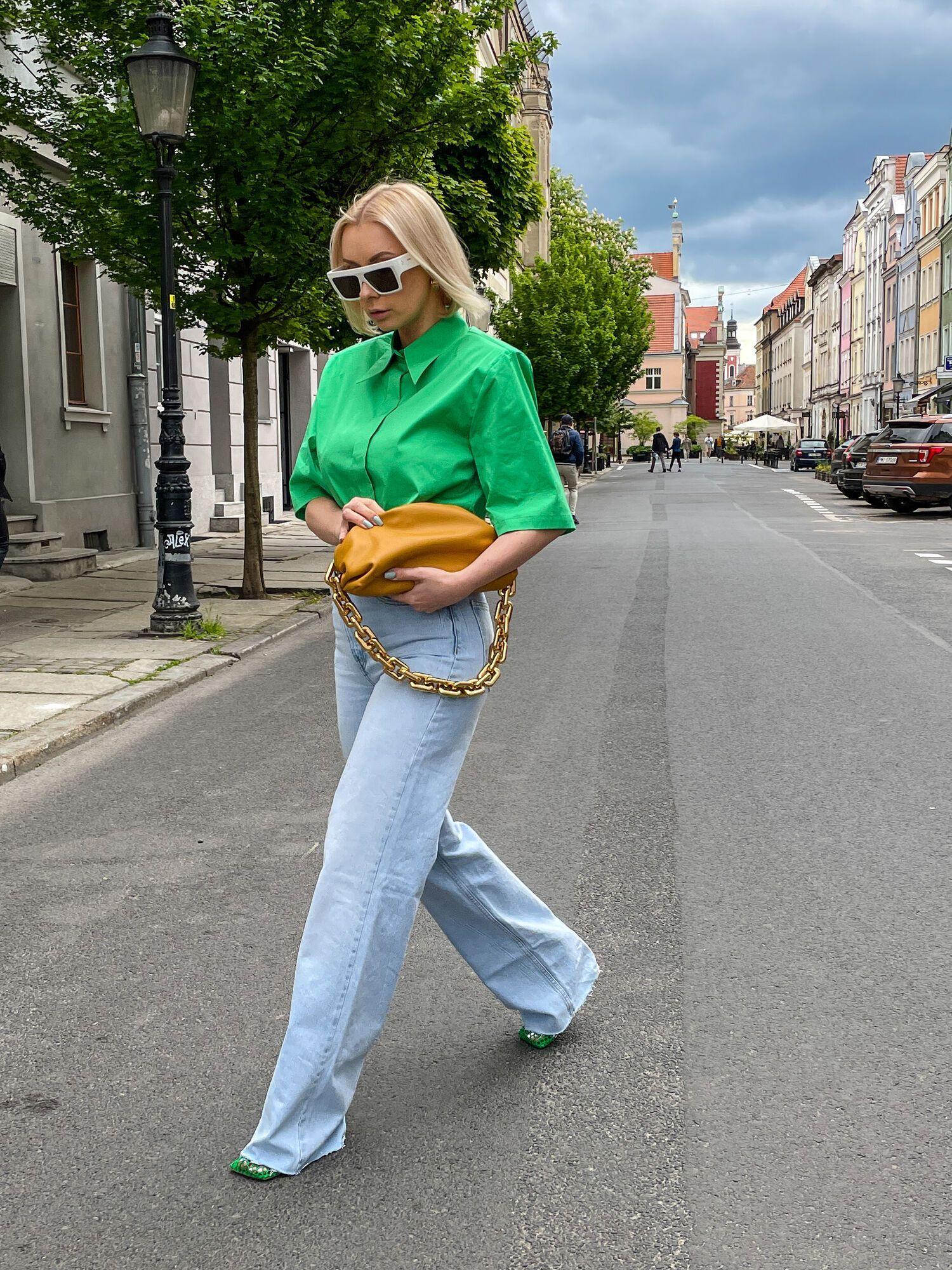 Широкие джинсы – тренд лета 2021