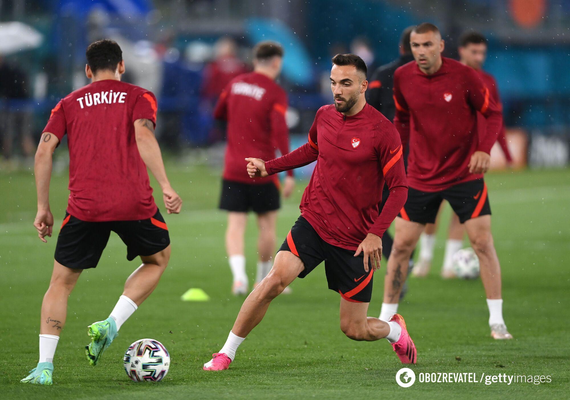Турецкие футболисты.