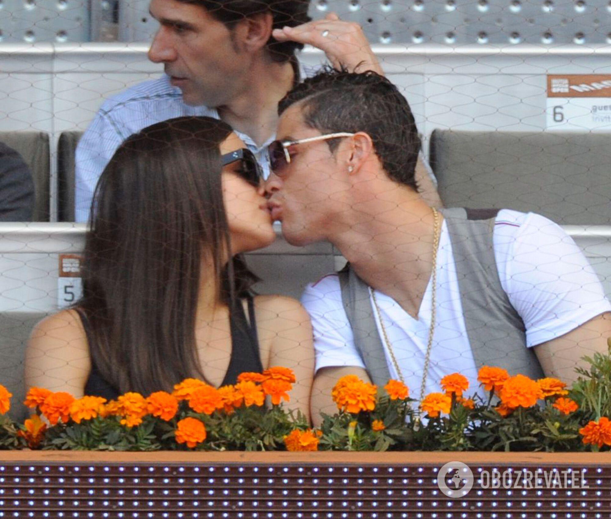 У 2011 році стало відомо про заручини Шейк і Роналду