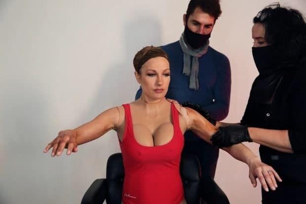 Перевоплощение девушки в актрису