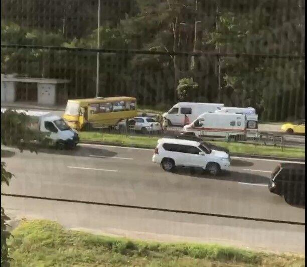 Авария произошла на Броварском проспекте.