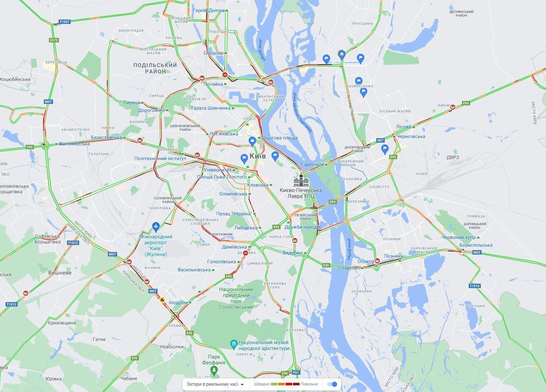 Пробки парализовали движение авто на правый берег Киева.