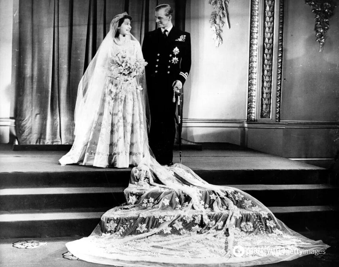 Молодожены прервали свой медовый месяц, чтобы переснять свадебные фото