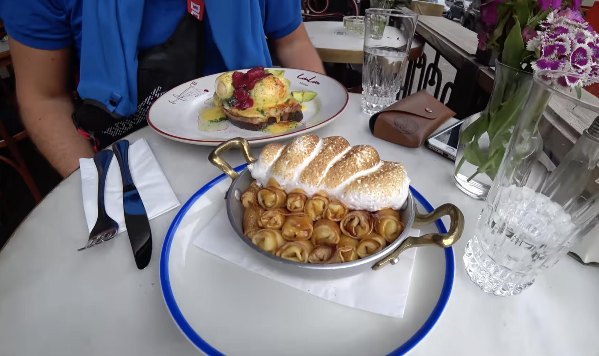 Сніданок в Одесі на терасі