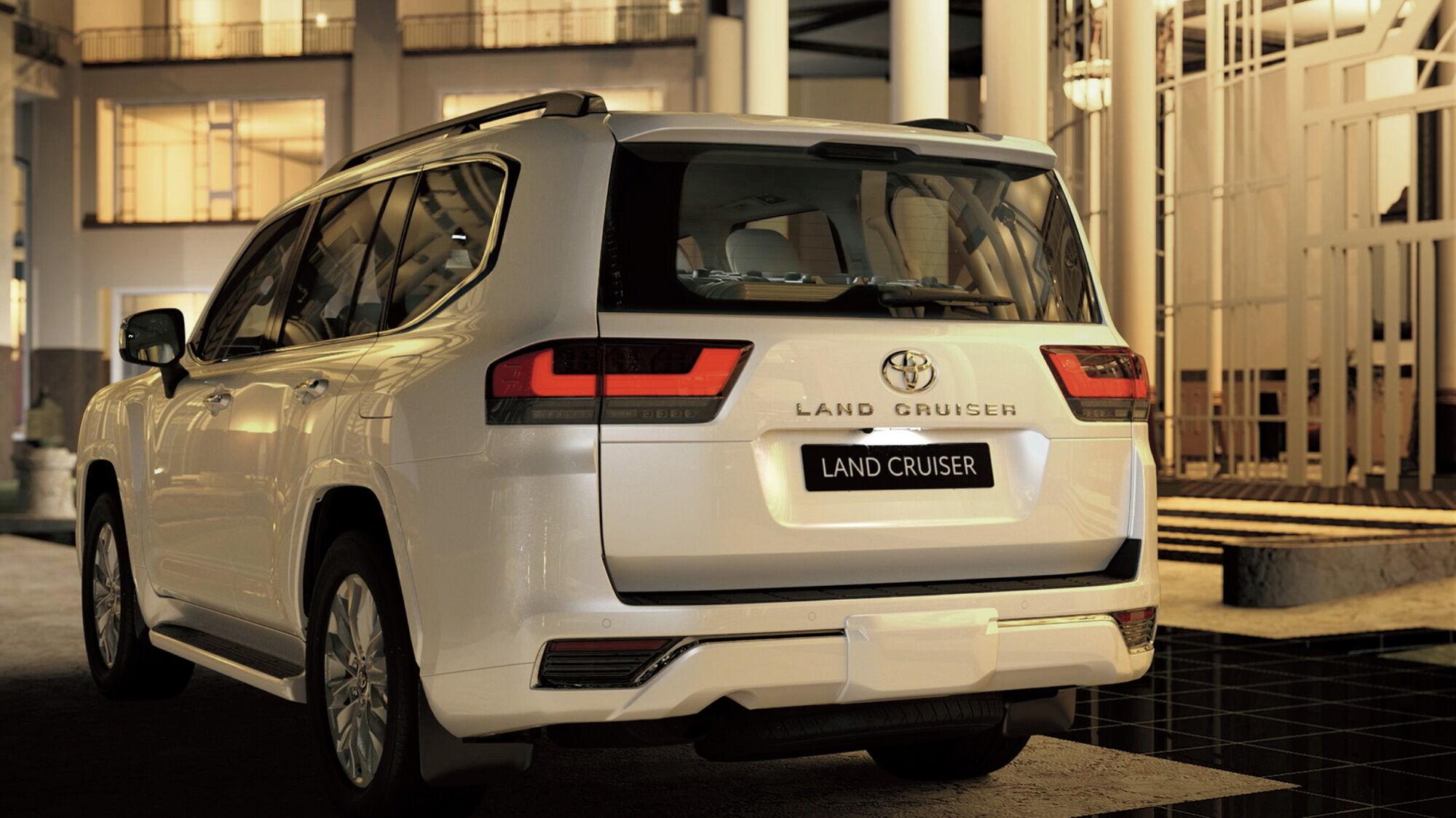 Ще одне нововведення – цільна двері багажника, яку забезпечили електроприводом і системою безконтактного доступу