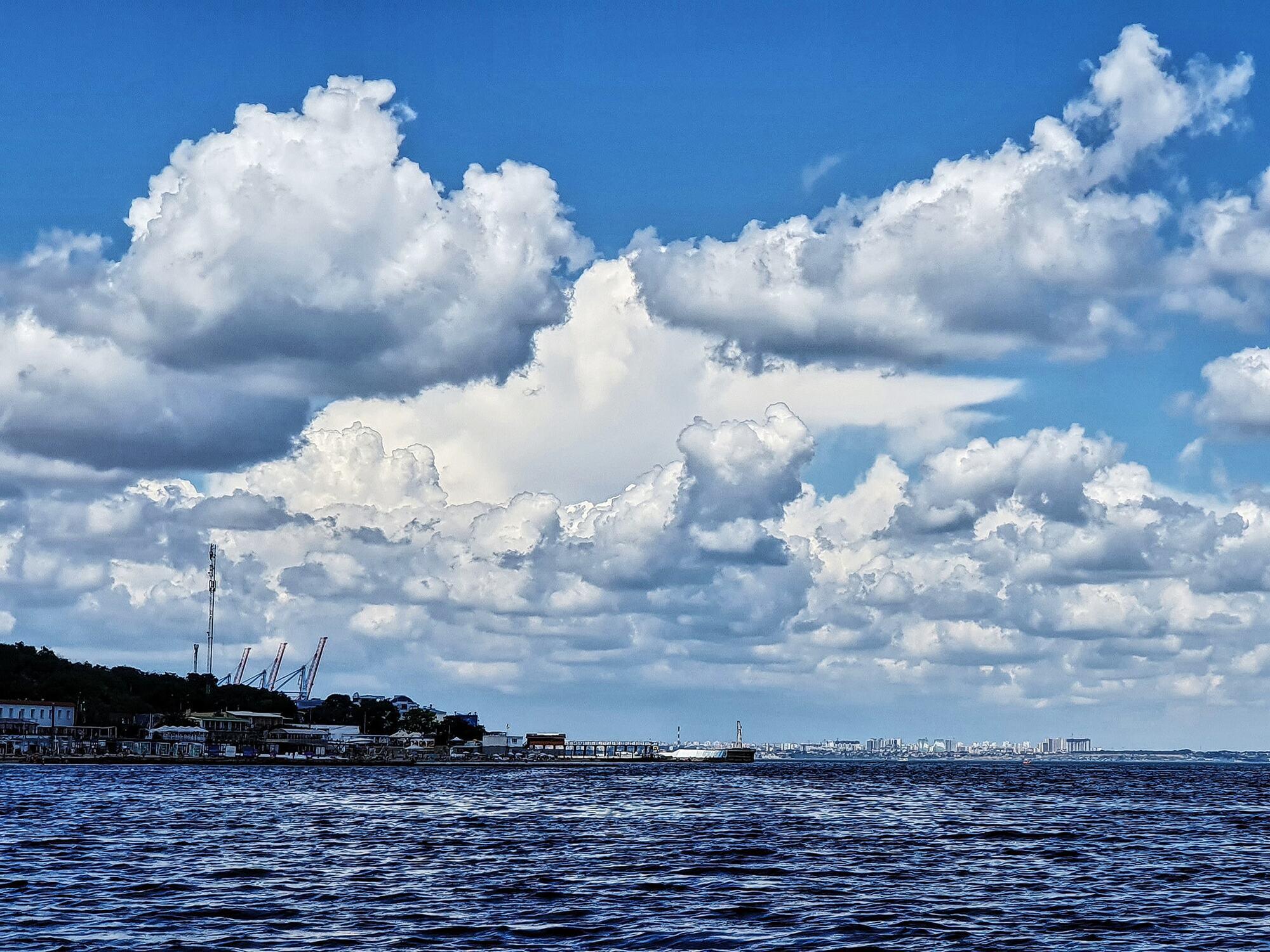 В Одессе холодное море.